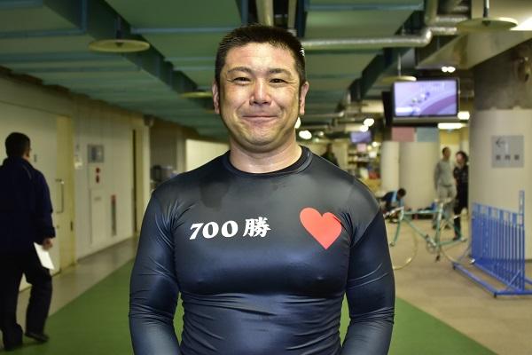 小嶋敬二選手(74期 石川) 金字塔700勝達成!